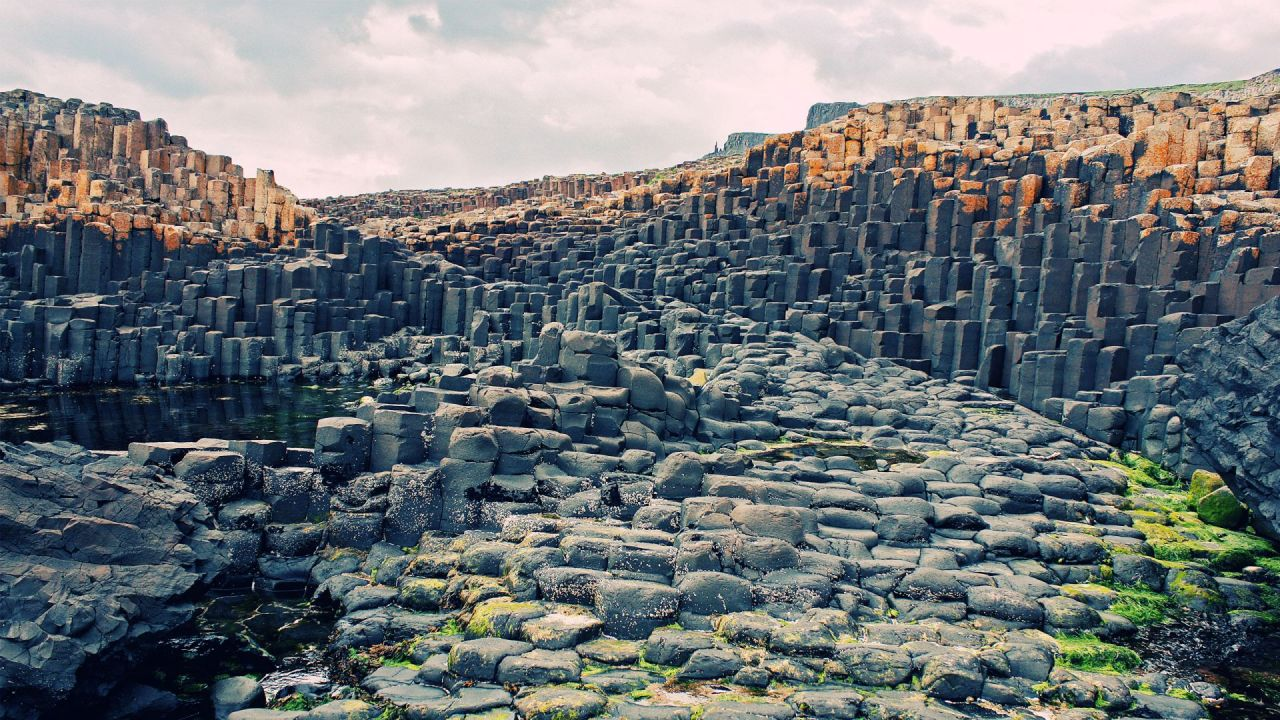 northern-ireland-giants-causeway-1920x1080